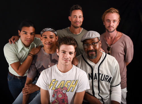 The Flash (CW) দেওয়ালপত্র containing a ballplayer called The Flash Cast - Comic Con