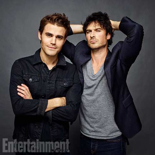 Maonyesho ya Televisheni ya Vampire Diaries karatasi la kupamba ukuta with a well dressed person and an outerwear titled The Vampire Diaries Cast at San Diego Comic Con 2016
