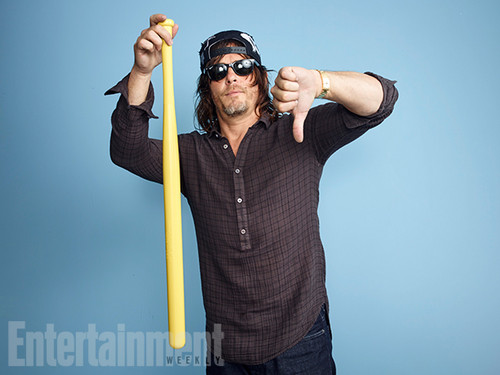 Os Mortos-Vivos wallpaper probably with a pick, a garden rake, and a enxada titled Norman Reedus @ Comic-Con 2016