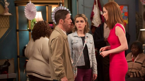 Unbreakable Kimmy Schmidt kertas dinding possibly containing a street, a well dressed person, and a makan, kantin titled Unbreakable Kimmy Schmidt - Randy, Kymmi and Kimmy