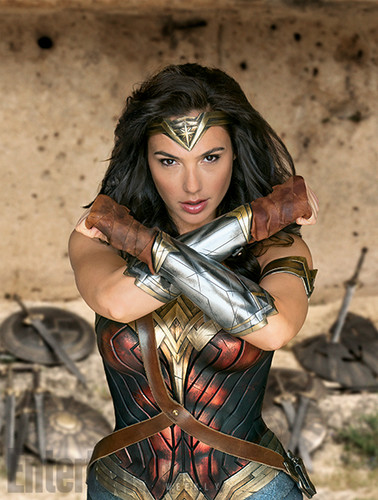 वंडर वुमन वॉलपेपर containing a breastplate, an armor plate, and a brigandine, ब्रिगैंडिन entitled Wonder Woman Movie