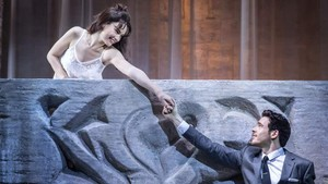 embargoed until 21.30 bst 25 may 2016 kbtc romeo and juliet garrick theatre lily james juliet and ri