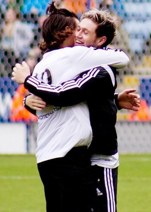 Narry hug