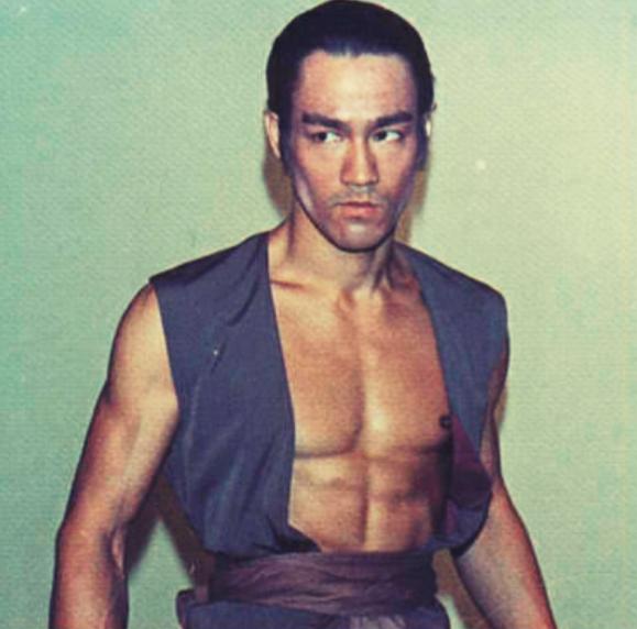 bruce Lee Dragon of jade warrior costume 1971 golden harvest