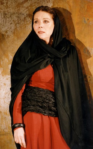 Diana Rigg kertas dinding probably with a jubah, berjubah called 1992 - Diana Rigg in Medea