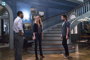 1x05 - The Artist in His Museum - Brady, Tessa and Cam