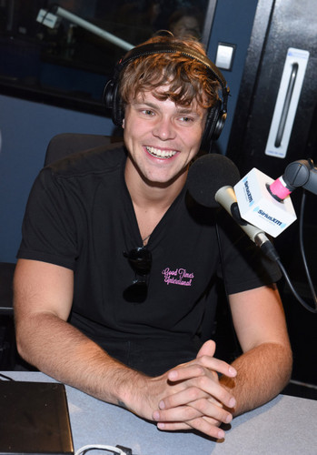 Ashton Irwin wallpaper probably with a sign entitled 5Sos on Siriusxm Hit's 1