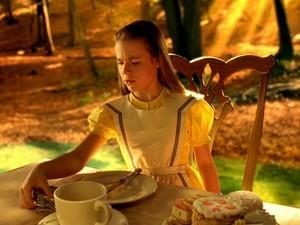 Alice in Wonderland tina majorino 13182209 640 480