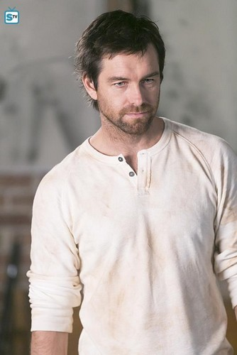 Antony Starr wallpaper possibly with a bingkah, cowok called Antony Starr as Garrett Hawthorne in American gothic