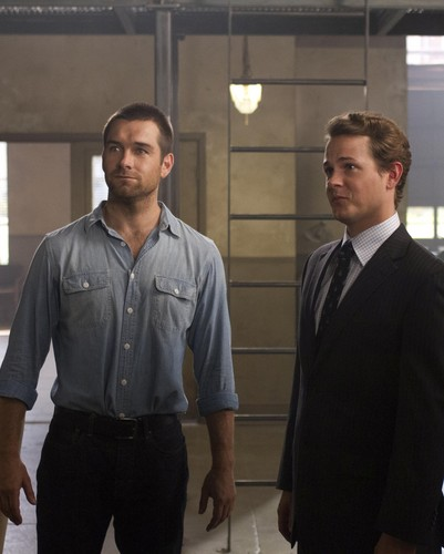 Antony Starr achtergrond containing a business suit titled Antony Starr as Lucas kap in 'Banshee'