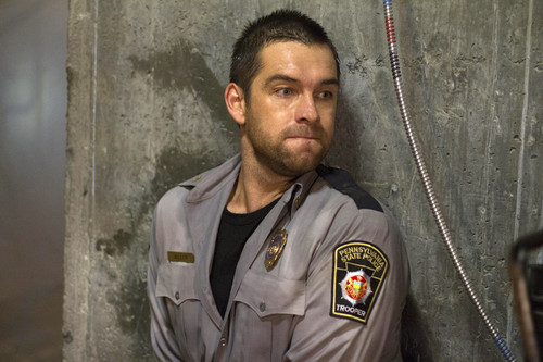 Antony Starr Hintergrund probably with a green beret, fatigues, ermüden, and ermüdet called Antony Starr as Lucas haube in 'Banshee'