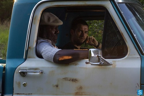 Antony Starr Hintergrund possibly with an automobile titled Antony Starr as Lucas haube in 'Banshee'