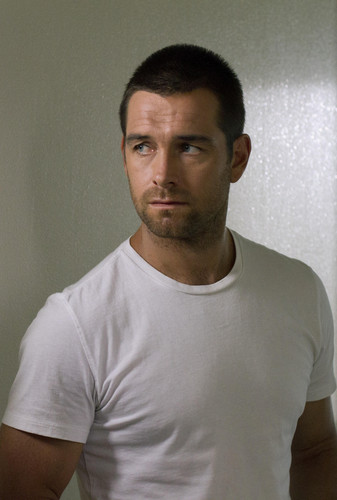 Antony Starr 壁纸 containing a jersey titled Antony Starr as Lucas 兜帽, 罩, 发动机罩 in 'Banshee'