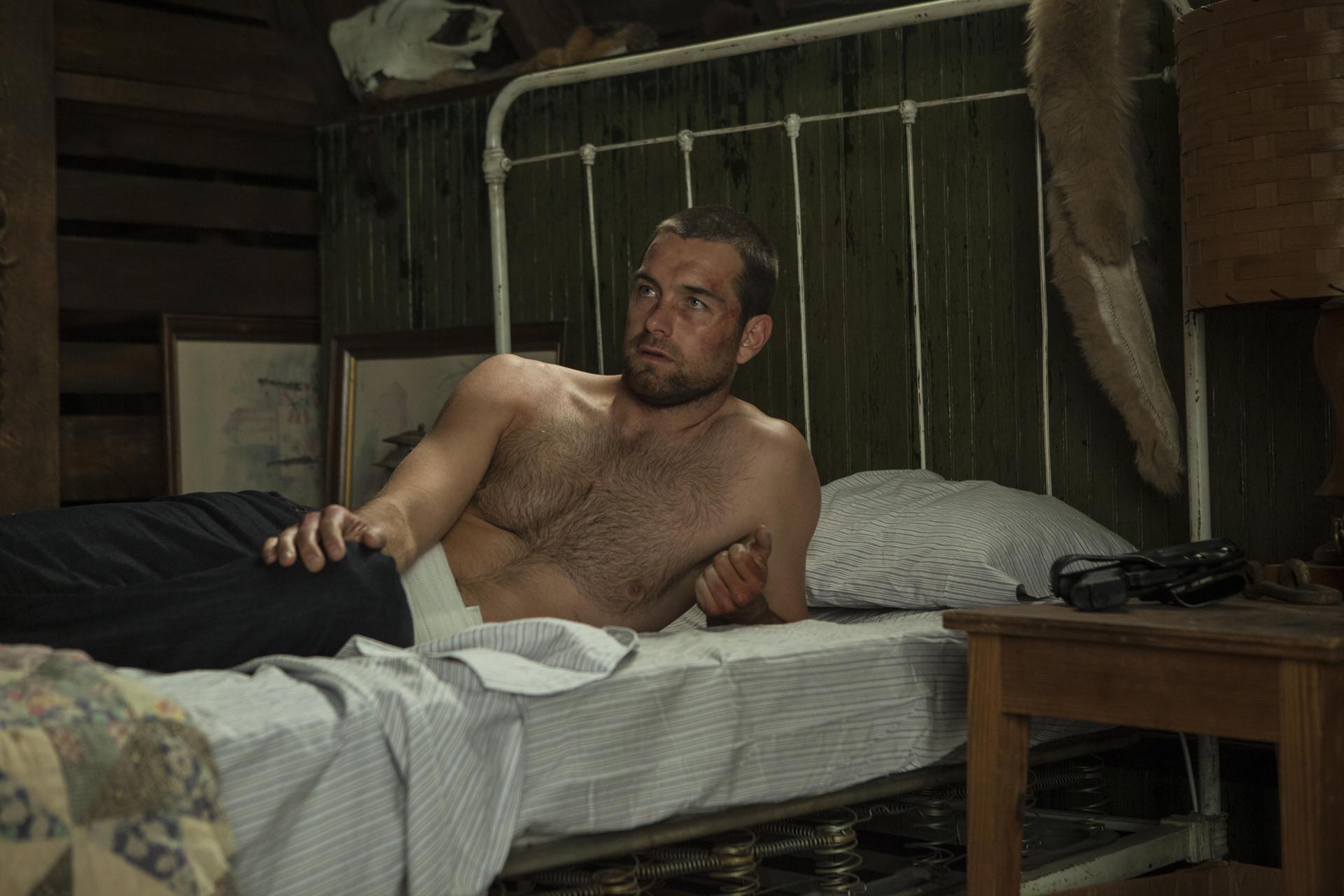 Antony Starr as Lucas 兜帽, 罩, 发动机罩 in 'Banshee'