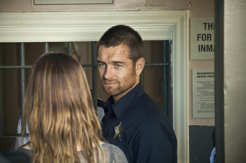 Antony Starr fond d'écran with a business suit called Antony Starr as Lucas capuche, hotte in 'Banshee'
