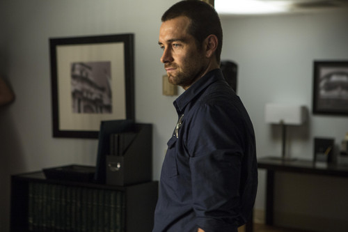 Antony Starr wallpaper titled Antony Starr as Lucas capuz, capa in 'Banshee'