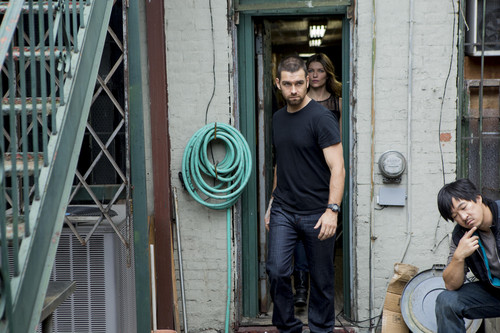 Antony Starr achtergrond containing a straat titled Antony Starr as Lucas kap in 'Banshee'