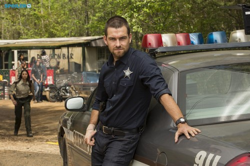 Antony Starr 壁纸 possibly with a 街, 街道 and a business suit called Antony Starr as Lucas 兜帽, 罩, 发动机罩 in 'Banshee'
