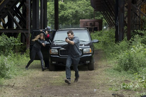 Antony Starr fondo de pantalla probably with a sport utility entitled Antony Starr as Lucas capucha, campana in 'Banshee'