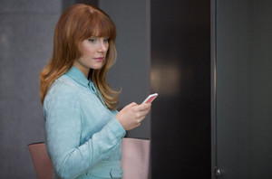 "Black Mirror Season 3 ""Nosedive"" First Look"