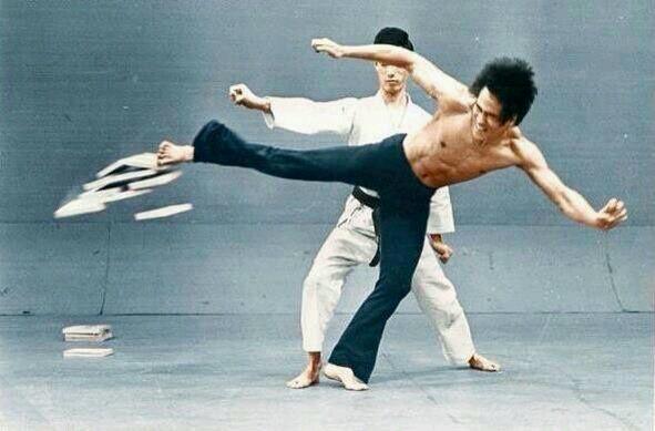 Bruce Lee super speed kick