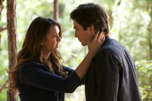 Damon elena images delena kiss hd wallpaper and for Damon y elena