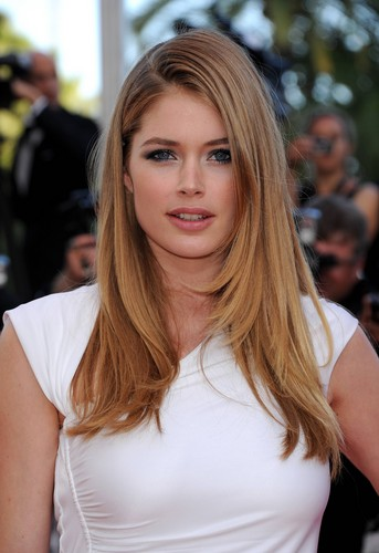Doutzen Kroes wallpaper with a portrait entitled Doutzen Kroes