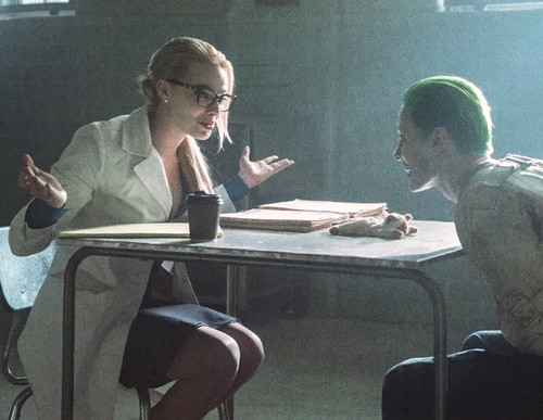 Suicide Squad 바탕화면 possibly containing a sign and a boardroom titled Dr. Harleen Quinzel and The Joker