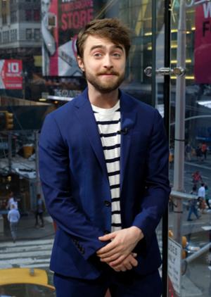 Exclusive: Daniel Radcliffe Visit 'Extra' (Fb.com/DanielJacobRadcliffeFanClub)