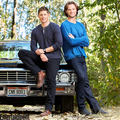 Exclusive 照片 of the 邪恶力量 Cast | Jensen and Jared