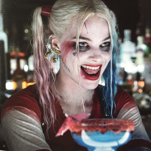 Suicide Squad achtergrond possibly containing a aardbei daiquiri, a coffee break, and alcohol entitled Harley Quinn
