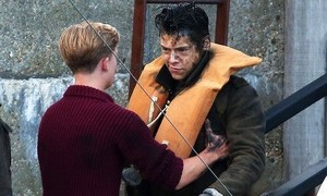 Harry Styles and Tom Glynn-Carney on the set of Dunkirk