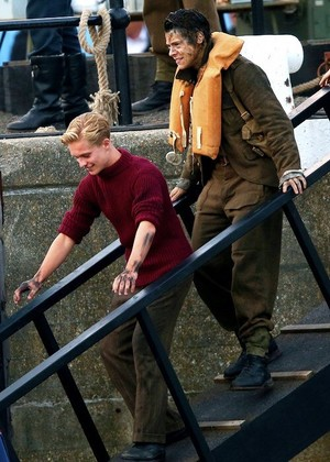 Harry and Tom Glynn-Carney on the set of Dunkirk