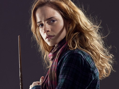 Hermione Granger wallpaper entitled Hermione Holding Wand