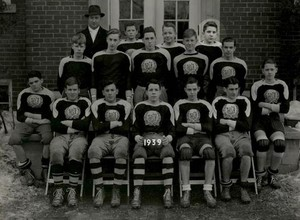 Jonathan Frid--High School Football Team 사진 (1939)