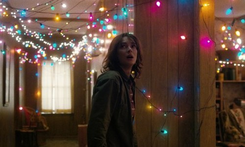 Stranger Things 壁紙 probably with a コンサート and a 通り, ストリート entitled Joyce Byers