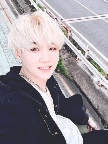 BTS karatasi la kupamba ukuta with a carriageway and a mitaani, mtaa called Min Suga aka August D><💋 ❤