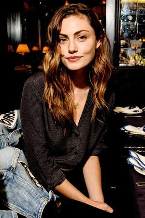Phoebe Tonkin attends FRAME NYFW bữa tối, bữa ăn tối in New York, (September 10, 2016)