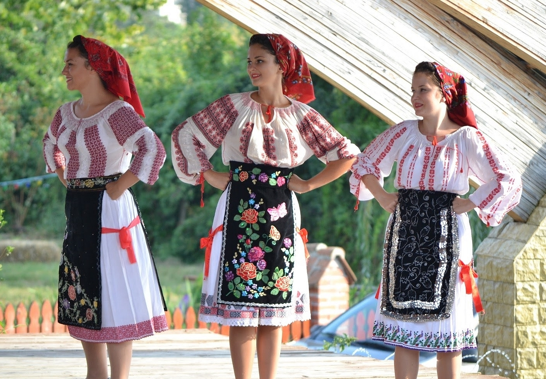 Romanian people traditional dress port popular