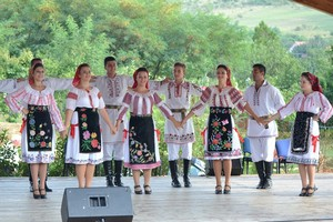Romanian traditional dress port लोकप्रिय romanesc