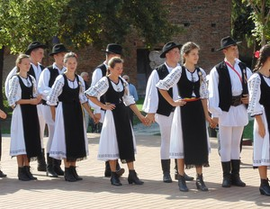 Romanian traditional dress people port popular romanesc