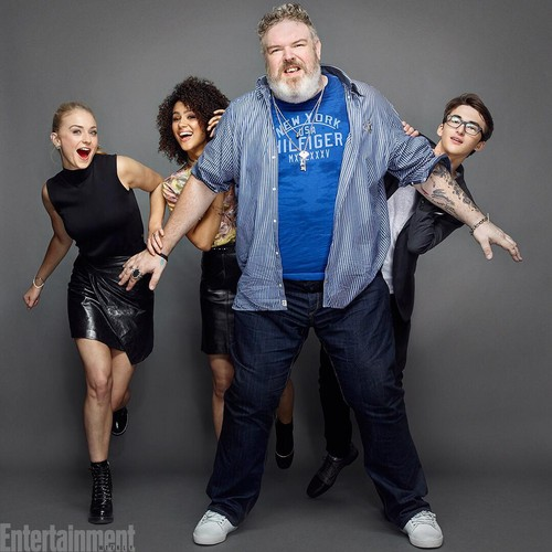 Game of Thrones karatasi la kupamba ukuta containing long trousers, a hip boot, and a pantleg titled Sophie Turner, Nathalie Emmanuel, Kristian Nairn and Isaac Hempstead-Wright