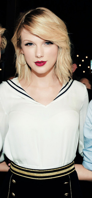 Taylor at Tommy Hilfiger's Fashion Zeigen