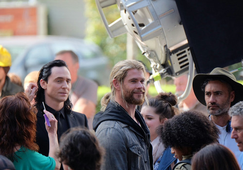 Thor: Ragnarok wolpeyper with a kalye and a carriageway called Thor: Ragnarok - BTS