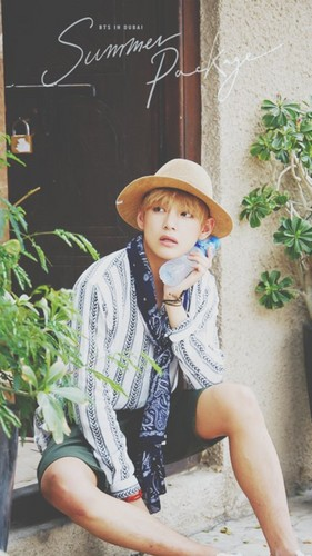 V (BTS) wolpeyper probably with a boater and a fedora titled V💋 ❤
