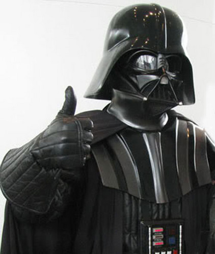 guerra nas estrelas wallpaper probably containing a breastplate and an armor plate entitled darth vader thumbs up