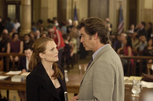 Laws of Attraction achtergrond containing a business suit entitled pierce brosnan and julianne moore in laws of attraction 2004 large picture