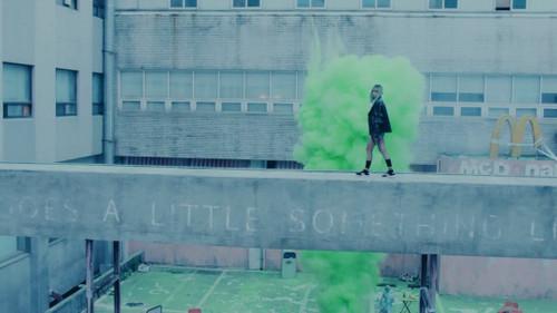 Black गुलाबी वॉलपेपर probably containing a सड़क, स्ट्रीट and a brownstone, ब्राउनस्टोन entitled ♥ BLACKPINK - Stay MV ♥