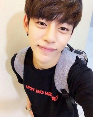 15 các bức ảnh that make B.A.P Daehyun the most lovable idol