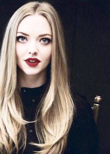 Amanda Seyfried wallpaper possibly containing a portrait entitled 62829 Amanda Seyfried  Imgur TFEa